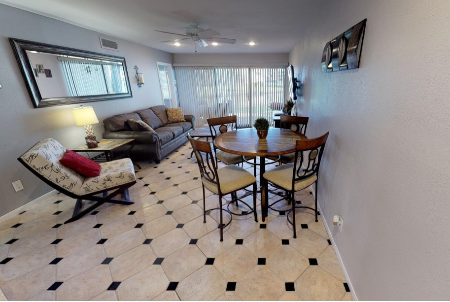 Picture of Lake Conroe Lodging Unit 619 Living Area